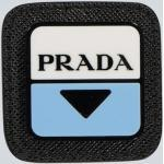Badge logo bordé de cuir