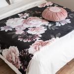 Boutis en coton rose et noir motif floral 100x200